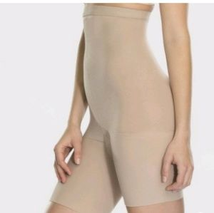 Assets by Spanx, Shaping High-Waist Short LG